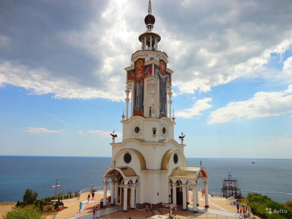 храм маяк Алушта.jpg
